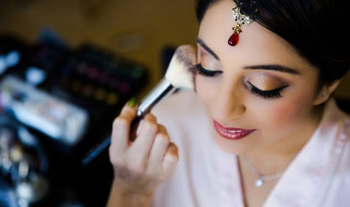 C:\Users\Retish\Desktop\Best Make Up Artist for Your Wedding.jfif